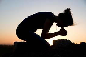 Woman-Kneeling-In-Praise